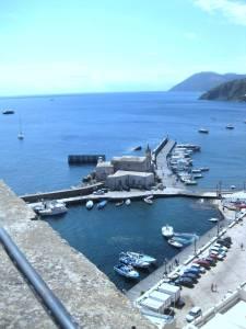 Blick von der Burg,Lipari, zum Vulcano.Gi