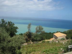 Vom Bus aus; nach dem starken Wind 2-farbiges Meer.Gi
