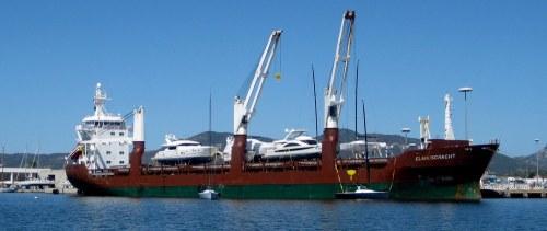 Yachttransport_auf_dem_wasser