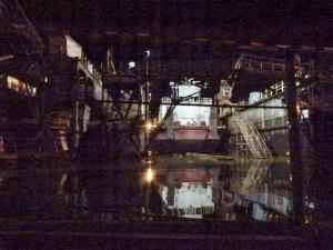 Nächtliche Einfahrt ins Dock