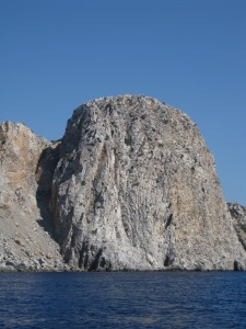 vertikale Felswand,75m,davor 75m tiefes Meer