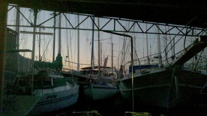 Morgendämmerung, mein Ausblick aus der offnen Werkfthalle früh um 6