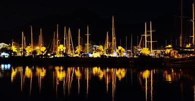 Der nächtliche Hafen