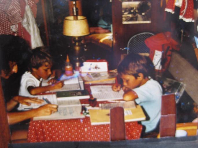 1990, Schule an Bord, Monopoli-Korfu