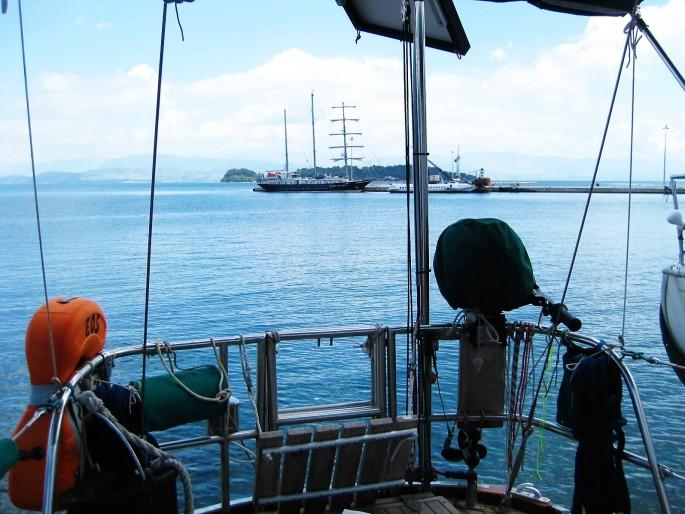 Corfu boatyard (4)mit Rah-Segler am Kai