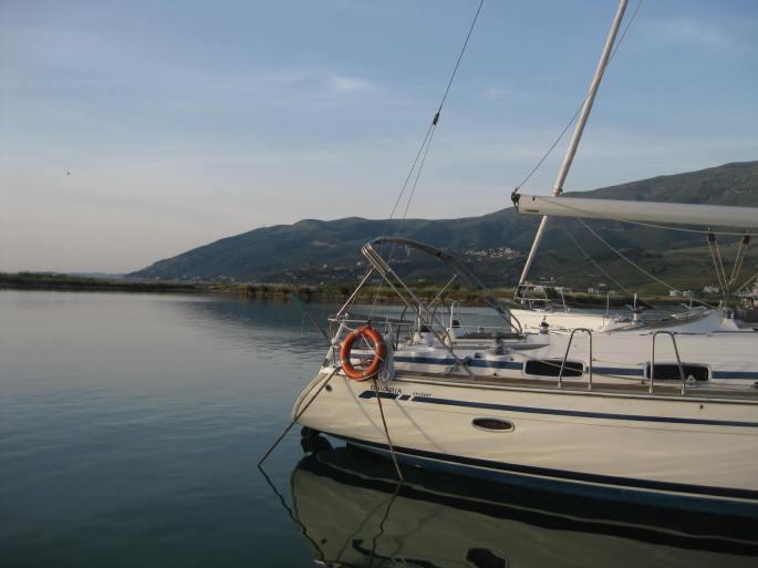 Orikum, Marina (viele teure ital. Yachten, Jaguar+Rangerover am Parkplatz)