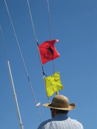 Albanische+Einklarierungs-Flagge setzen