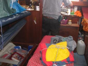 CROTONE.nach 14 Std Nachtfahrt viel nass v.Seegang,72sm,ca.130 km (2)