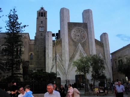 Gallipoli Piazza+Kirche
