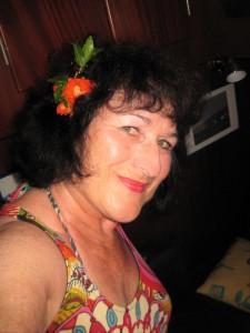 Gerdi mit Granatapfel-Blüte (1)