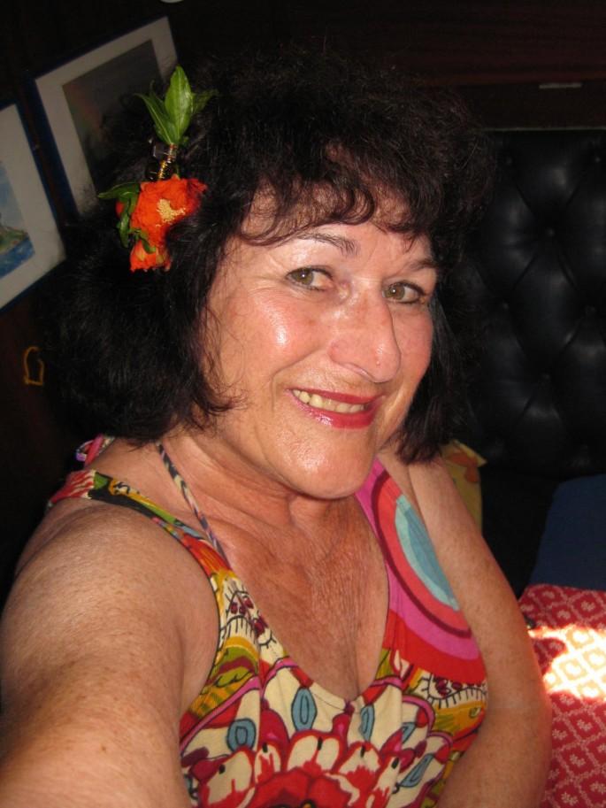 Gerdi mit Granatapfel-Blüte (2)