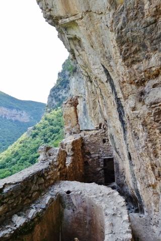 Versteckt in der Felswand