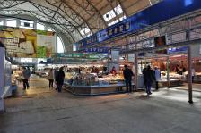 Eine der riesigen Markthallen (Copy)