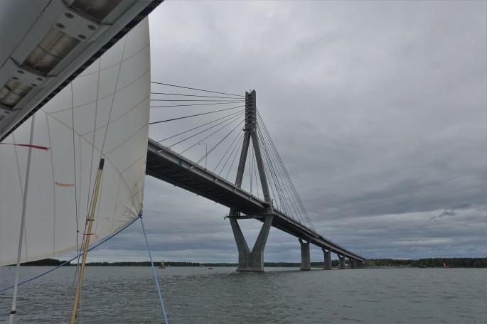 Die Brücke vom Festland zur Insel Sommarön