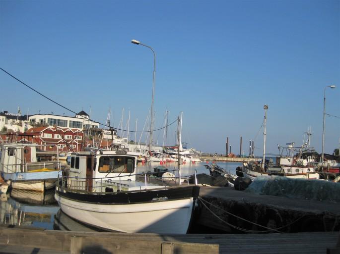 Zum Stadthafen Grisslehamn. (2)