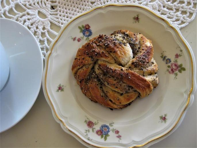 Bagerie,Kardamomschnecken +Blümchengeschirr (2) (Copy)