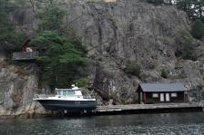 Boot im Lift, egen Wellen durch vorbeifahrende Boote (Copy)