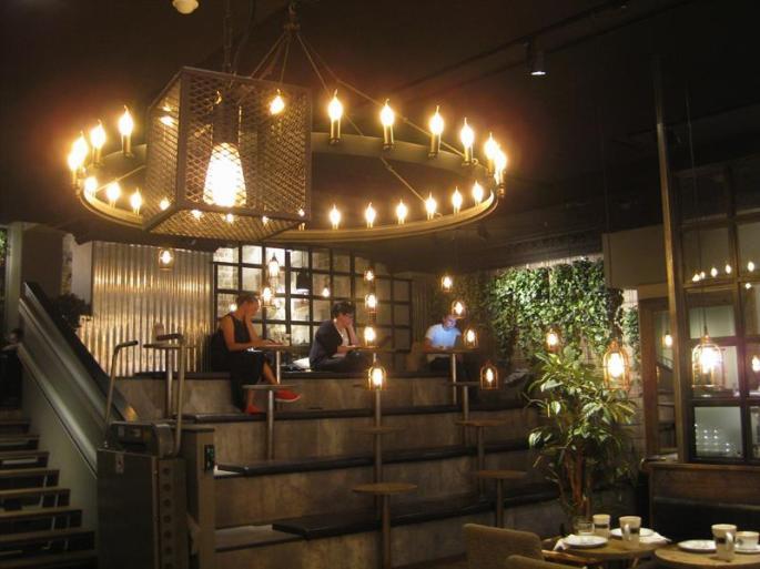 Espresso house als Regenschutz (5) (Copy)