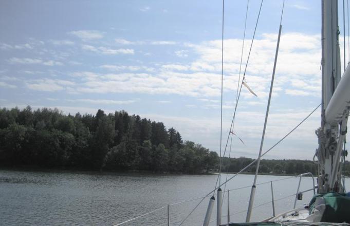 Zum Ankern in die Bucht neben dem Kanal (1) (Copy)