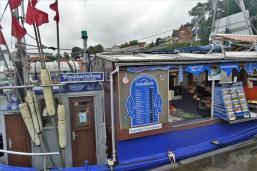 Früher Fischerboot, jetzt schwimmender Fischladen (Copy)