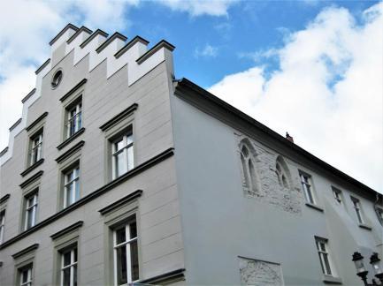 IMG_6166 rechts erhaltene histor. Fenster! (Copy)