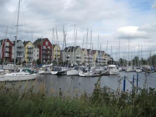 Neue schöne Wohnhäuser am Hafen (1) (Copy)