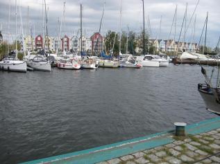 Neue schöne Wohnhäuser am Hafen (2) (Copy)